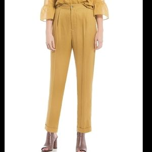 a loves a Cropped Pleated Trousers Dijon
